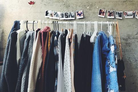 Der Schrank oder die Kleiderstange ist oft viel zu voll.