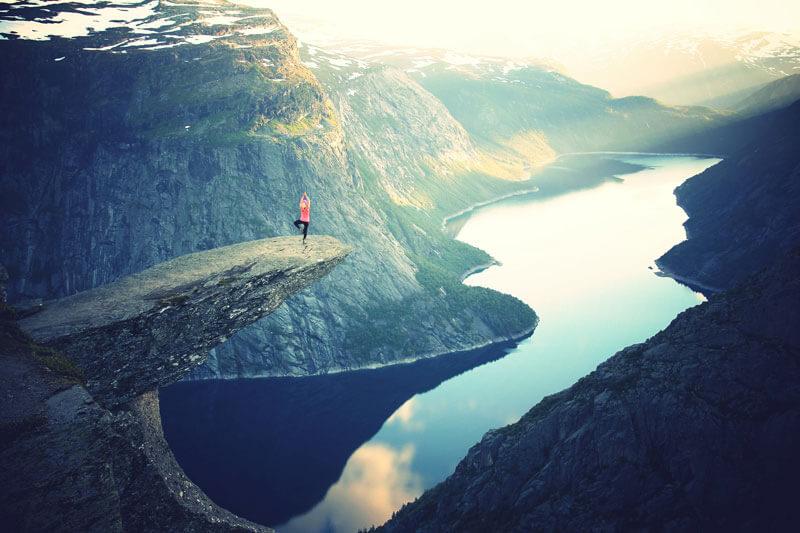 Yoga in der Natur hilft in stressigen Zeiten, wieder zur Ruhe zu kommen.