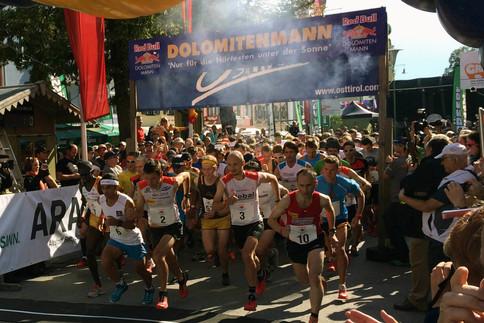 Sportler aus vielen verschiedenen Nationen treten jedes Mal beim Rad Bull Dolomitenmann an.