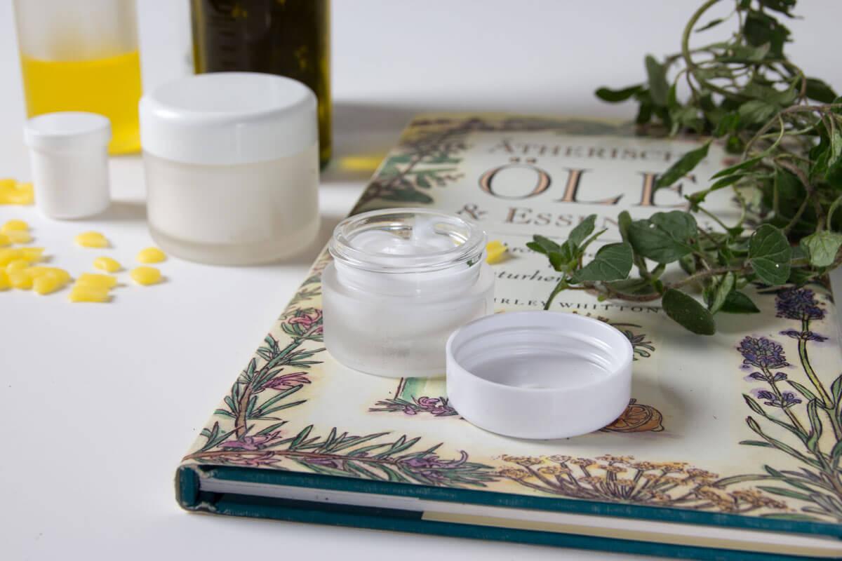 Ätherische Öle und Kräuter als Balsam gegen Erkältung