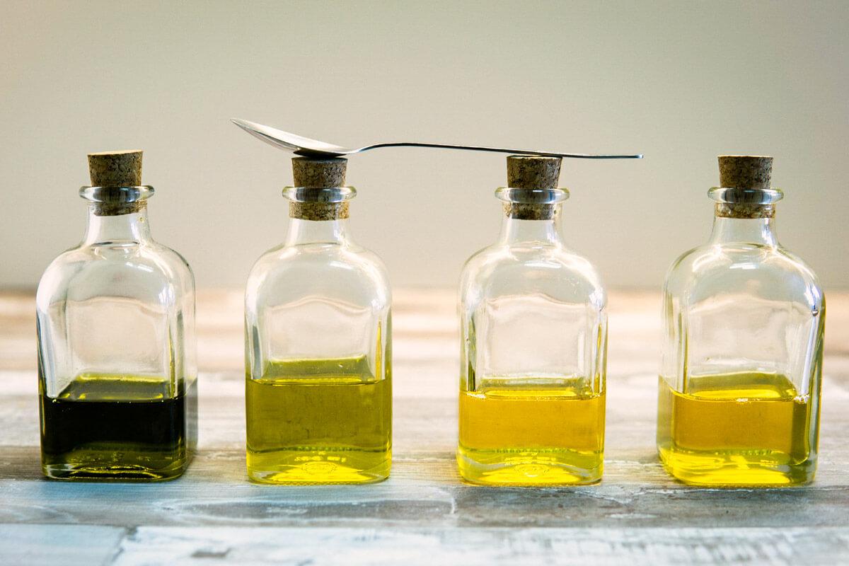 Es gibt spezielle Zahnöle - doch ein gutes Pflanzenöl tut es auch