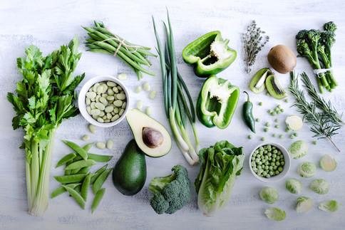 Wenig säurebildende Lebensmittel essen dafür mehr grünes Gemüse.