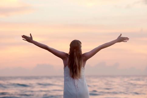 Wer unter Stress steht, sollte ab und zu durchatmen und immer wieder Pausen machen.