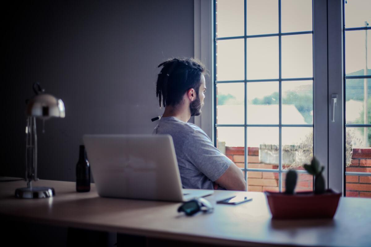 Regelmäßige Pausen während der Arbeit beugen Stress vor