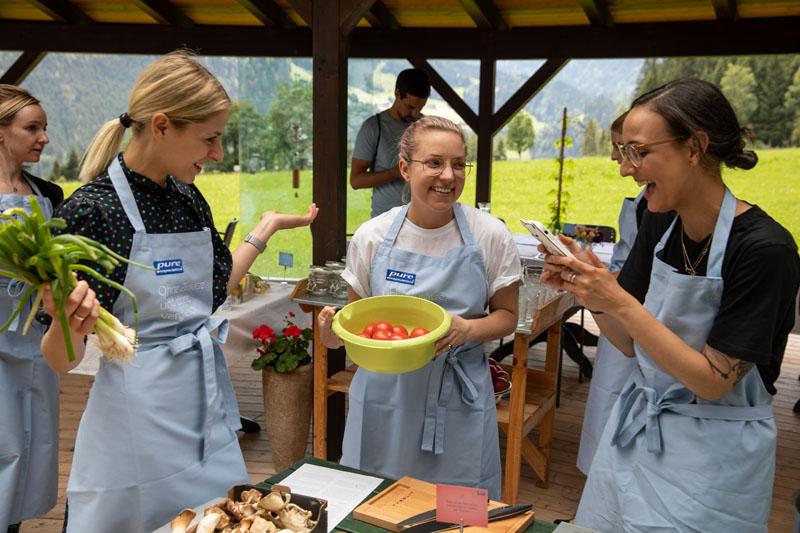 Spaß beim Kochen am Pure & Beauty Weekend