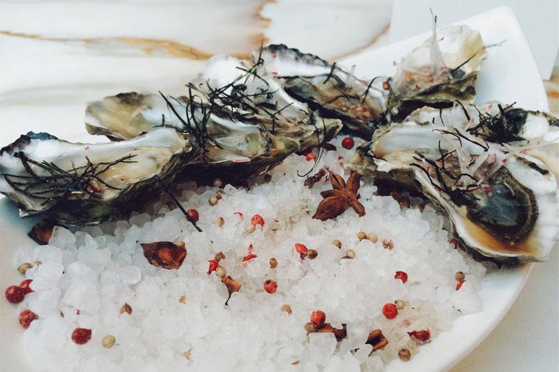 Lebensmittel, die Eisen enthalten, sind zum Beispiel Austern.