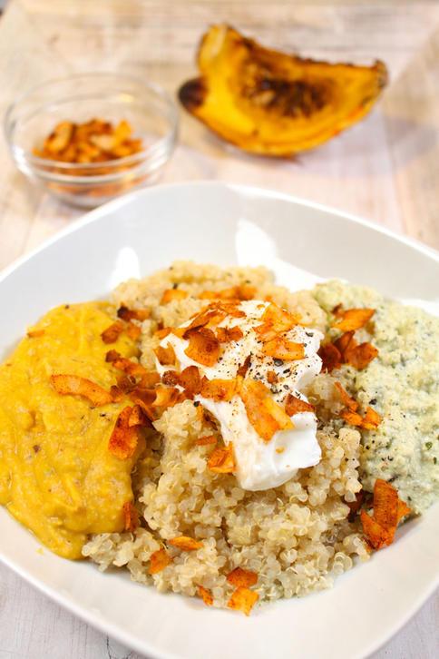 Ohne lange am Herd zu stehen, kann man dieses Gericht mit Quinoa, Kürbis, Ei und Basilikum zubereiten.