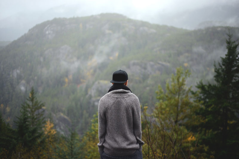 Wenn man in einem Stimmungstief gefangen ist, sind Gefühle von Einsamkeit und Traurigkeit ständige Wegbegleiter.