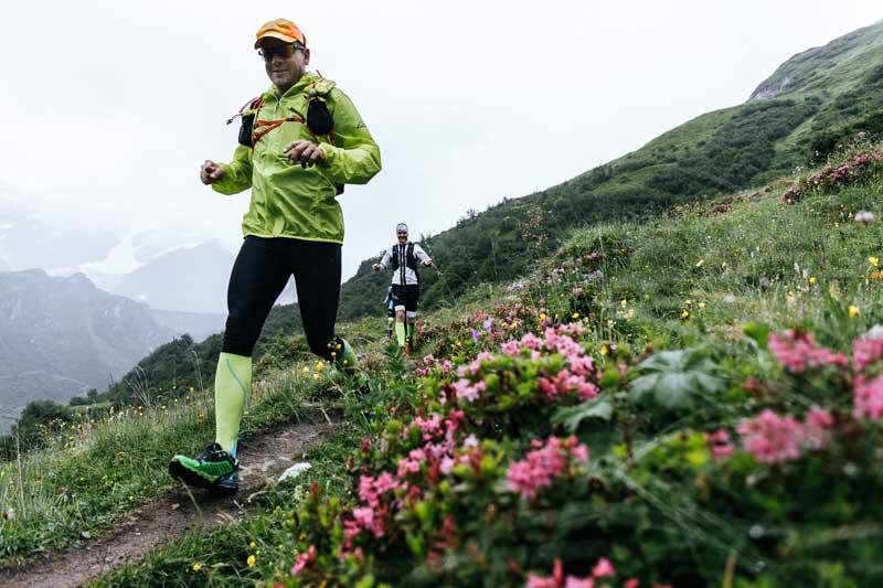 Die Ausrüstung für Trailrunning muss man an die Wetter- und Streckenbedingungen anpassen.