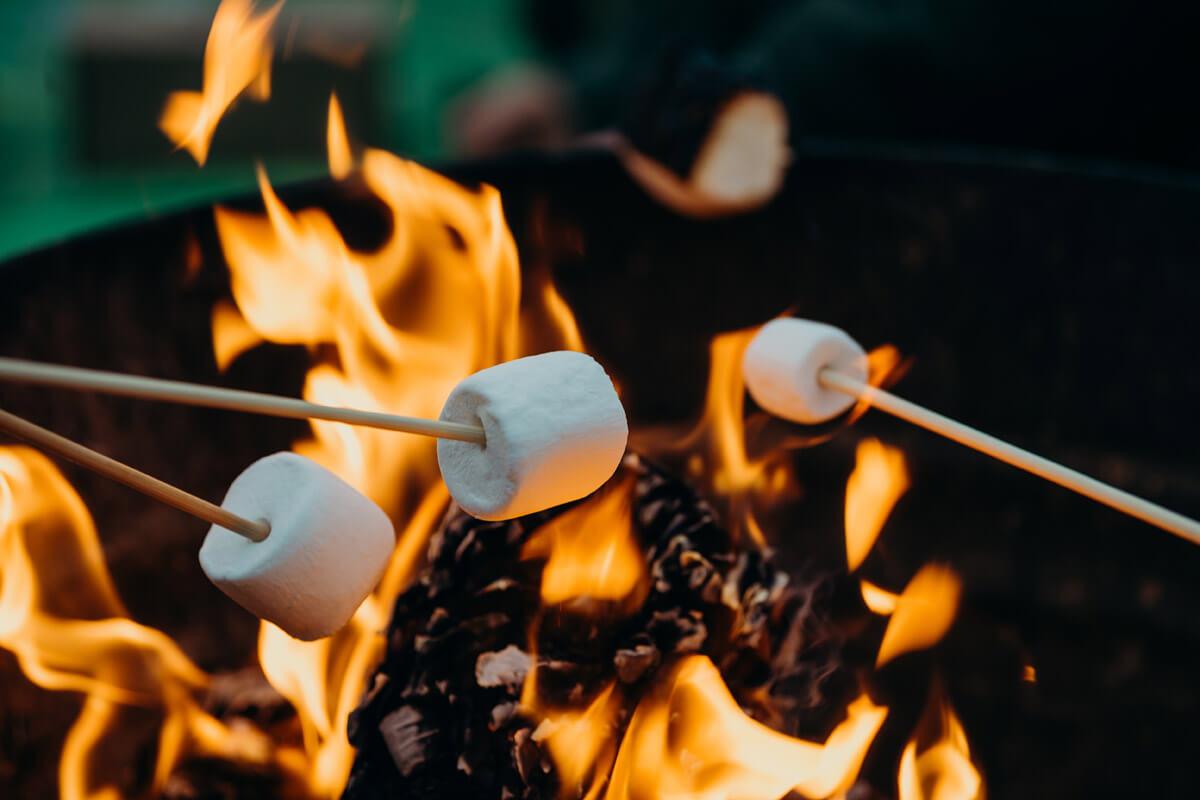 Lagerfeuer mit Marshmallows